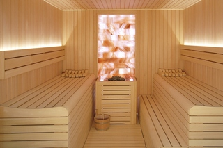 sauna diseño paris con pared de sal